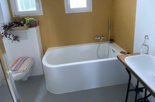 Béton ciré dans une salle de bain : sol et mur